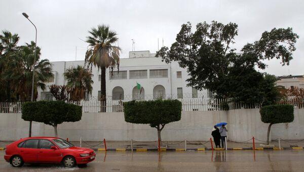 A car drives past the Italian embassy in Tripoli, Libya January 10, 2017 - Sputnik International