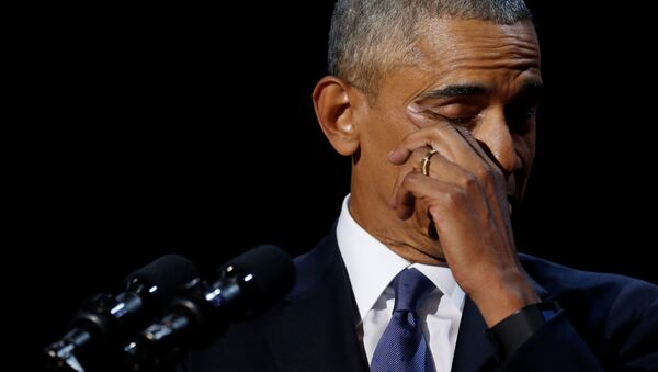 President Barack Obama wipes away tears as he delivers his farewell address in Chicago, Illinois. - Sputnik International