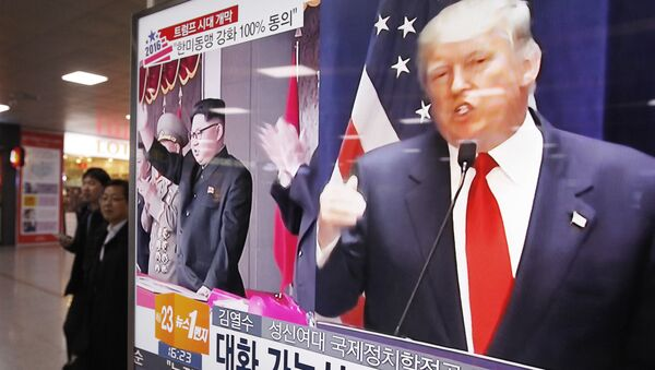 A TV screen shows pictures of U.S. President-elect Donald Trump, right, and North Korean leader Kim Jong Un, at the Seoul Railway Station in Seoul, South Korea, Thursday, Nov. 10, 2016 - Sputnik International