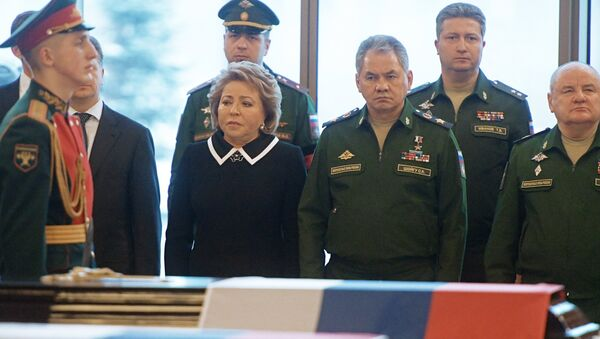 Center, from left: Valentina Matviyenko, chairman of the Russian Federation Council, and Army General Sergei Shoigu, Russian defense minister, during the farewell ceremony for the victims of the Tu-154 crash over the Black Sea, at the Federal Military Memorial Cemetery in the Moscow region. - Sputnik International