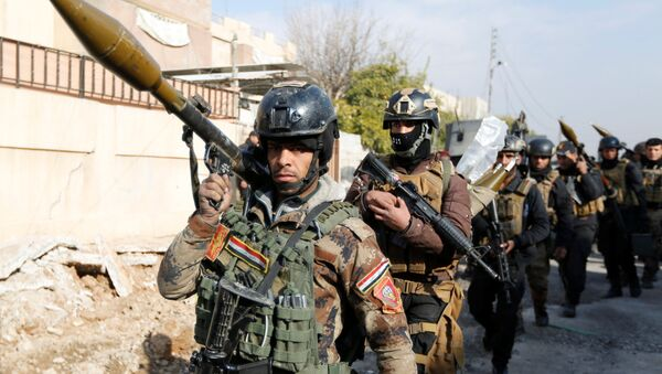 Iraqi Special Operations Forces (ISOF) carry weapons during clashes with Islamic State militants in frontline near university of Mosul, Iraq, January 13, 2017. - Sputnik International