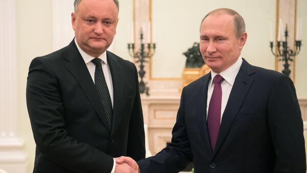 Russian President Vladimir Putin and Moldova's President Igor Dodon meet in Moscow on January 17, 2017 - Sputnik International