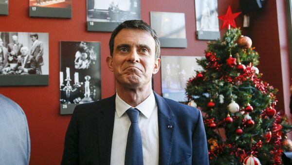 Manuel Valls, former French prime minister and presidential primary candidate, visits the TNP (National Popular Theater) as he campaigns in Villeurbanne, France, January 17, 2017. - Sputnik International