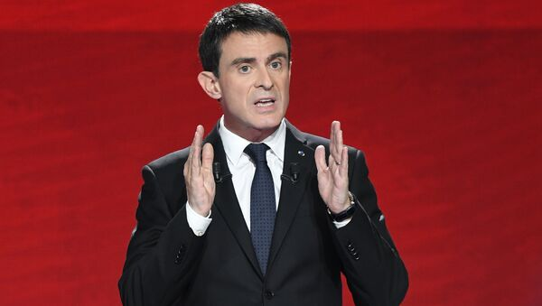 Former Prime minister and candidate for the French left's presidential primaries ahead of the 2017 presidential election, Manuel Valls takes part in the second televised debate between the candidates in Paris - Sputnik International