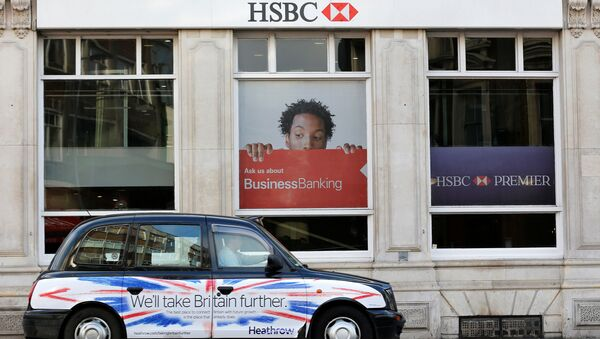 A taxi drives past a branch of HSBC bank in London, Britain, February 9, 2015. - Sputnik International