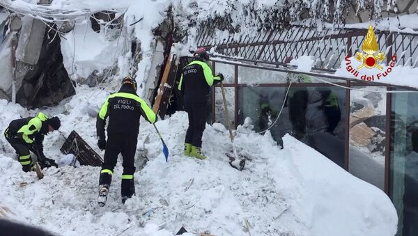 Firefighters work at Hotel Rigopiano in Farindola, central Italy, after it was hit by an avalanche, in this handout picture released on January 20, 2017 provided by Italy's Fire Fighters - Sputnik International