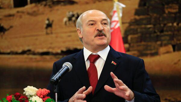 Belarussian President Alexander Lukashenko speaks during a joint news conference at the presidential palace at Khartoum, Sudan January 17, 2017 - Sputnik International