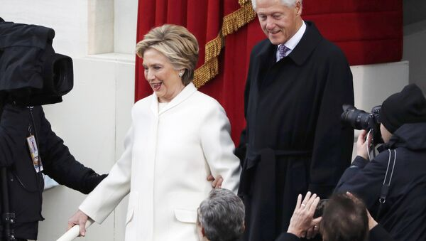 2016 Democratic presidential nominee and former Secretary of State Hillary Clinton (L) arrives with her husband former President Bill Clinton for the inauguration ceremonies swearing in Donald Trump as the 45th president of the United States on the West front of the U.S. Capitol in Washington, U.S., January 20, 2017 - Sputnik International