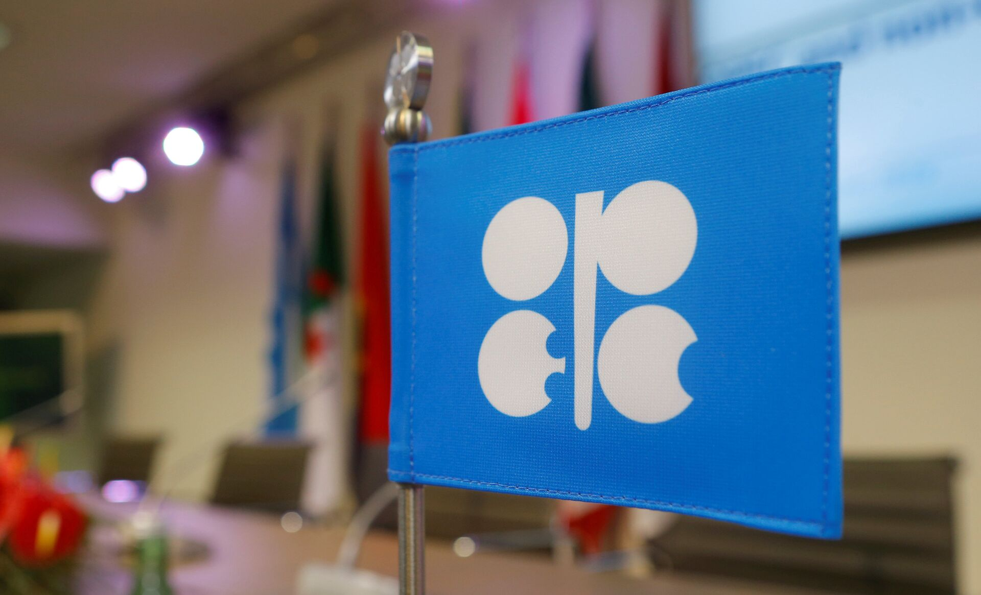Jittery Oil Prices Recover as Suez Canal Unblocked, Traders Anticipate OPEC+ Production Cut Rollover - Sputnik International, 1920, 29.03.2021