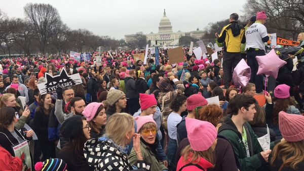 Demonstrators arrive on the National Mall in Washington, DC, for the Women's march on January 21, 2017 - Sputnik International