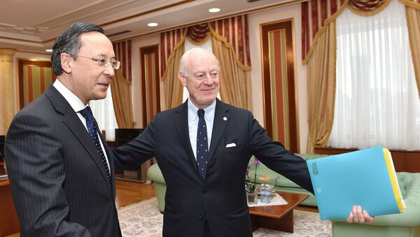 The United Nations' peace envoy for Syria, Staffan de Mistura, meets with Kazakh Foreign Minister Kairat Abdrakhmanov in Astana on January 22, 2017 on the eve of the start of the Astana peace talks on Syria - Sputnik International