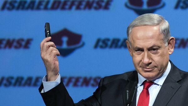 Israeli Prime Minister Benjamin Netanyahu shows a mobile phone (File) - Sputnik International