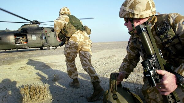 British paratroopers participate in exercises with helicopters from the 845 Royal Navy Squadron in the southern Iraqi city of Basra, January 16, 2005. - Sputnik International