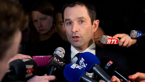 Benoit Hamon, winner of the first round of the Socialist presidential primary in France, speaks during a news conference at Peniche Le Quai in Paris - Sputnik International