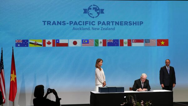 Andrew Robb (C) the Minister for Trade and Investment from Australia watched by New Zealand Prime Minister John Key as he and the Ministerial Representatives from the 12 countries arrive to sign the Trans-Pacific Partnership agreement in Auckland on February 4, 2016 - Sputnik International