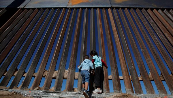 Children play at a newly built section of the U.S.-Mexico border wall at Sunland Park, U.S. opposite the Mexican border city of Ciudad Juarez, Mexico November 18, 2016 - Sputnik International