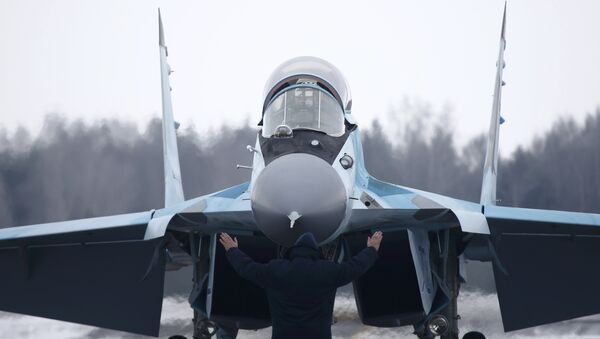 A new multi-role Russian MiG-35 fighter lands during its international presentation at the MiG plant in Lukhovitsy outside Moscow, Russia, January 27, 2017 - Sputnik International