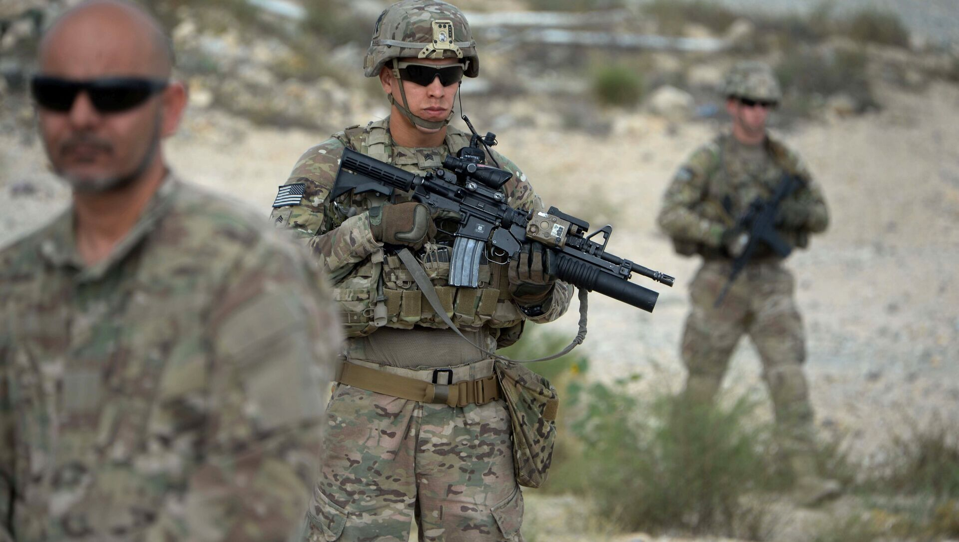 US soldiers part of NATO patrol during the final day of a month long anti-Taliban operation by the Afghan National Army (ANA) in various parts of eastern Nangarhar province, at an Afghan National Army base in Khogyani district on August 30, 2015 - Sputnik International, 1920, 19.08.2021