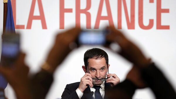 Former French education minister Benoit Hamon reacts after partial results in the second round of the French left's presidential primary election in Paris, France, January 29, 2017. - Sputnik International