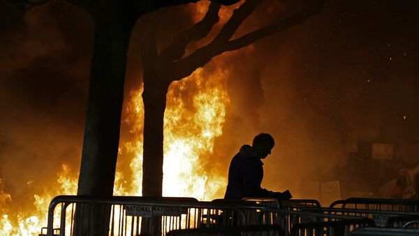 A bonfire set by demonstrators protesting a scheduled speaking appearance by Breitbart News editor Milo Yiannopoulos burns on Sproul Plaza on the University of California at Berkeley campus on Wednesday, Feb. 1, 2017, in Berkeley, Calif. - Sputnik International
