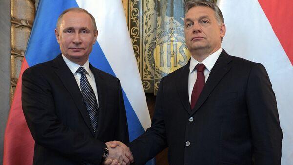 Hungarian Prime Minister Viktor Orban (R) and Russian President Vladimir Putin attend a news conference following their talks in Budapest, Hungary - Sputnik International