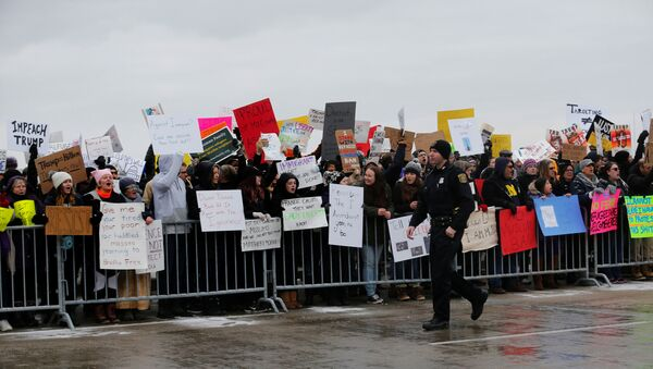 Hundreds of people rally against a temporary travel ban signed by U.S. President Donald Trump in an executive order during a protest at Detroit Metropolitan airport in Romulus, Michigan, U.S., January 29, 2017. - Sputnik International