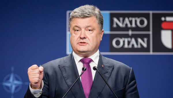 Ukraine's President Petro Poroshenko attends a joint press conference with the NATO Secretary General after a NATO Summit session on Ukraine during the second day of a NATO Summit in Warsaw, Poland on July 9, 2016 - Sputnik International
