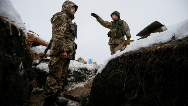 Ukrainian servicemen are seen at their position on the front line near the government-held industrial town of Avdiyivka, Ukraine February 4, 2017 - Sputnik International