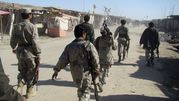 Afghan troops walk through the village of Laki , in Helmand province's Garmsir district, south of Kabul, Afghanistan (File) - Sputnik International