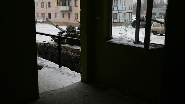 Tanks from the Ukrainian Forces are stationed outside a building in the flashpoint eastern town of Avdiivka that sits just north of the pro-Russian rebels' de facto capital of Donetsk on February 2, 2017 - Sputnik International