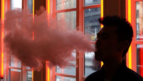 Man exhales vapor from an e-cigarette - Sputnik International