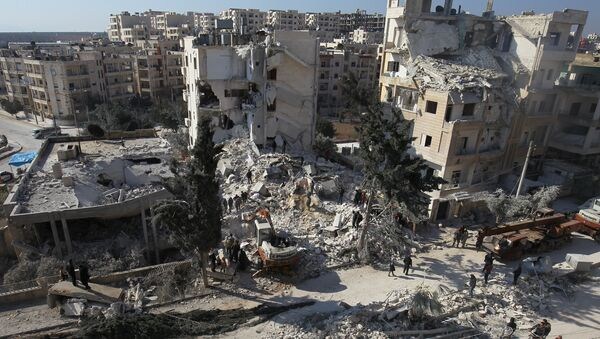 People inspect the damage at a site hit by airstrikes in the city of Idlib, Syria February 7, 2017 - Sputnik International