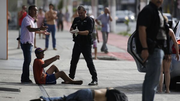 Civil police detain looters after they were shot in their legs, in Vitoria, Espirito Santo state, Brazil, Monday, Feb 6, 2017. Protests by the friends and family of military police in Espirito Santo have led to an increase in crime and forced the shut-down of some state services, authorities said Monday. - Sputnik International