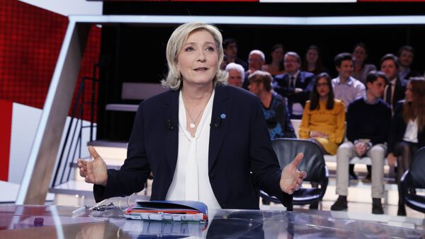 French presidential election candidate for the far-right Front National (FN) party Marine Le Pen speaks as she takes part in the show L'Emission politique, in the studios of French television channel France 2 in Saint-Cloud, west of Paris, on January 9, 2017 - Sputnik International