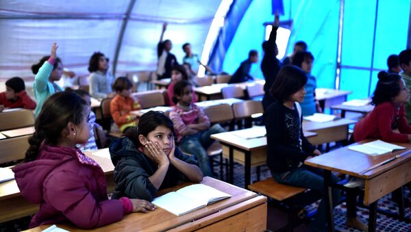 Syrian  children take lessons in a makeshift school tent in a refugee camp in the town of Suruc, Sanliurfa province (File) - Sputnik International