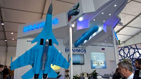 The BrahMos missile on display at the MAKS-2015 air show - Sputnik International