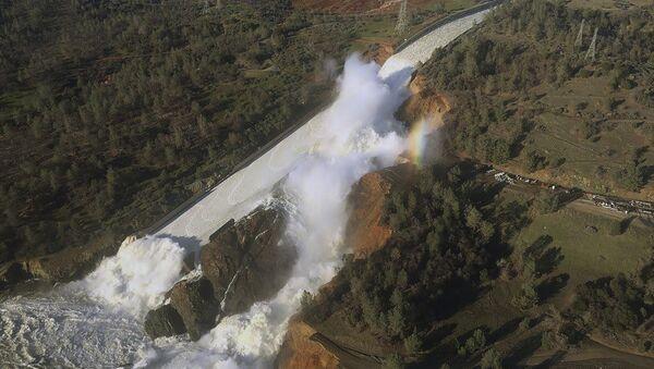 An aerial photo of the burst of California's Oroville Dam. - Sputnik International