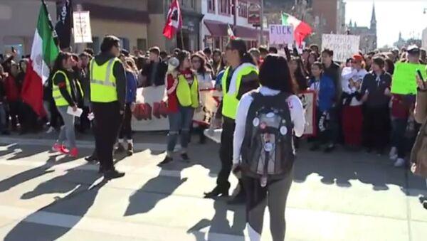 Milwaukee Protest Against Sheriff Clarke's Proposed Immigration Crackdown - Sputnik International