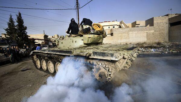 Iraqi army T-72 tank heads to the frontline (File) - Sputnik International