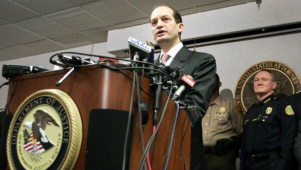 U.S. Attorney R. Alexander Acosta (L) and other law enforcement officials hold a news conference in Miami, Florida. (File) - Sputnik International