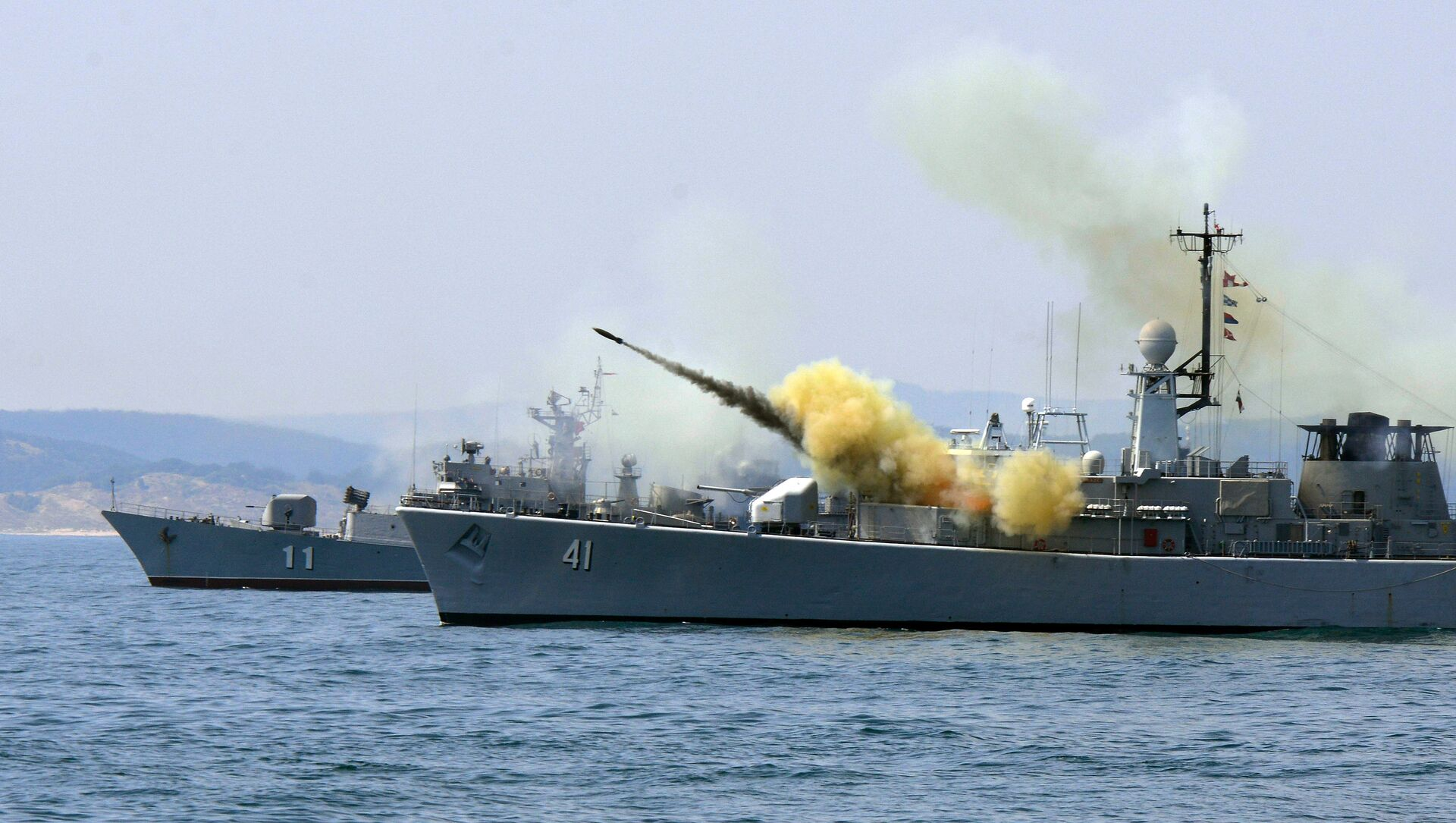 An anti-submarine rocket blasts off a rocket launcher from the Bulgarian navy frigate Drazki during the BREEZE 2014 military drill in the Black Sea - Sputnik International, 1920, 29.06.2021