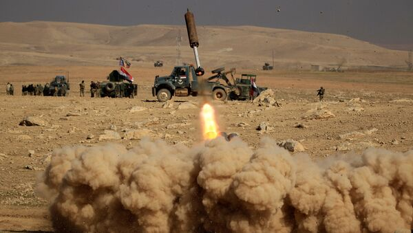 Members of the Iraqi rapid response forces fire a missile toward Islamic State militants during a battle in the south of Mosul, Iraq February 19, 2017 - Sputnik International