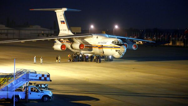 A fire fighting plane, Ilyushin IL-76 from Russia, is seen at Santiago's airport after arriving to help to extinguish wildfires in Chile's central-south regions, Chile January 30, 2017 - Sputnik International