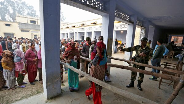 People queue to vote during the state assembly election, in the town of Deoband, in the state of Uttar Pradesh, India, February 15, 2017 - Sputnik International