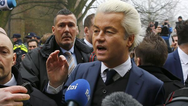 Dutch far right Party for Freedom (PVV) leader Geert Wilders campaigns for the 2017 Dutch election in Spijkenisse, a suburb of Rotterdam, Netherlands, February 18, 2017. - Sputnik International