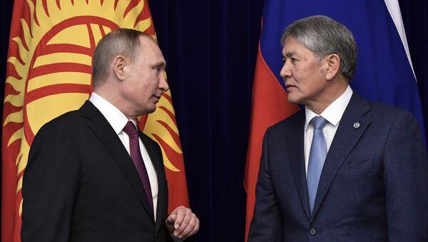 February 28, 2017. Russian President Vladimir Putin and Kyrgyz President Almazbek Atambayev, right, during the signing of joint documents at the Ala Archa residence in Bishkek - Sputnik International