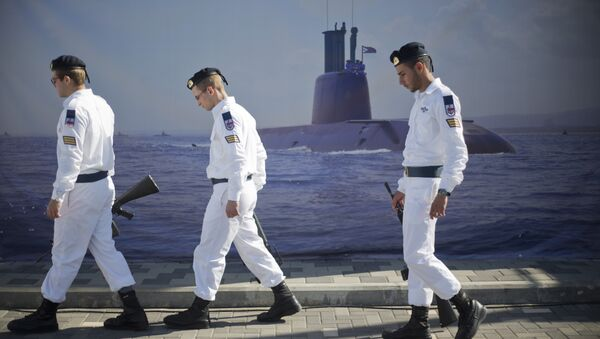Israeli naval soldiers honor guard walks past a poster of a submarine as they wait for the arrival of a new navy submarine Rahav in the military port in Haifa, Israel, Tuesday, Jan. 12, 2016. - Sputnik International