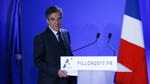 Conservative presidential candidate Francois Fillon arrives to deliver his speech at his campaign headquarters in Paris, Wednesday, March 1, 2017 - Sputnik International