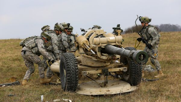 U.S. Soldiers assigned to Bravo Battery, 4th Battalion (Airborne), 319th Airborne Field Artillery Regiment, 173rd Airborne Brigade Combat team set up an M119 A2 Howitzer during a mission rehearsal exercise (MRE) at the Joint Multinational Readiness Center in Hohenfels, Germany, March 17, 2014 - Sputnik International