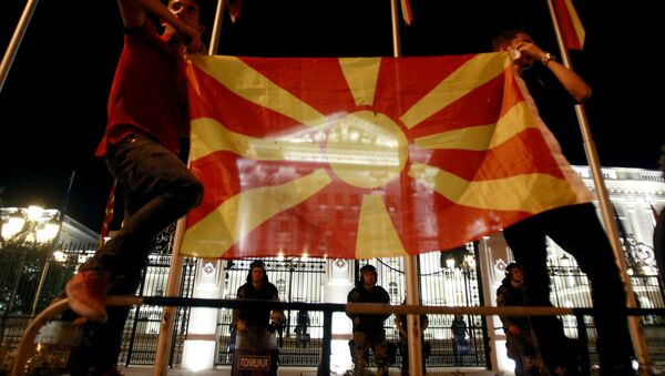 Macedonian flag in front of the government building in Skopje, Macedonia (File) - Sputnik International